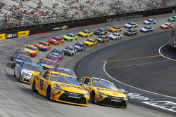 Herstart: Kyle Busch, Joe Gibbs Racing Toyota, Carl Edwards, Joe Gibbs Racing Toyota