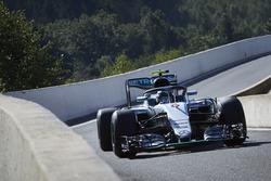 Nico Rosberg, Mercedes AMG F1 W07 Hybrid met de halo