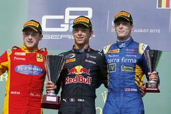 Podio: il vincitore Pierre Gasley, PREMA Racing, il secondo classificato Jordan King, Racing Engineering, il terzo classificato Alex Lynn, DAMS