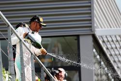 Льюіс Хемілтон, Mercedes AMG F1 святкує подіум