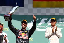 Podio: Daniel Ricciardo, Red Bull Racing RB12 e Nico Rosberg, Mercedes AMG Petronas F1 W07