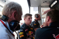 (L to R): Dr Helmut Marko, Red Bull Motorsport Consultant with Max Verstappen, Red Bull Racing and Christian Horner, Red Bull Racing Team Principal in the pits with the race stopped