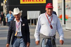 Arturo Merzario, ve Niki Lauda, Mercedes Fahri Başkanı