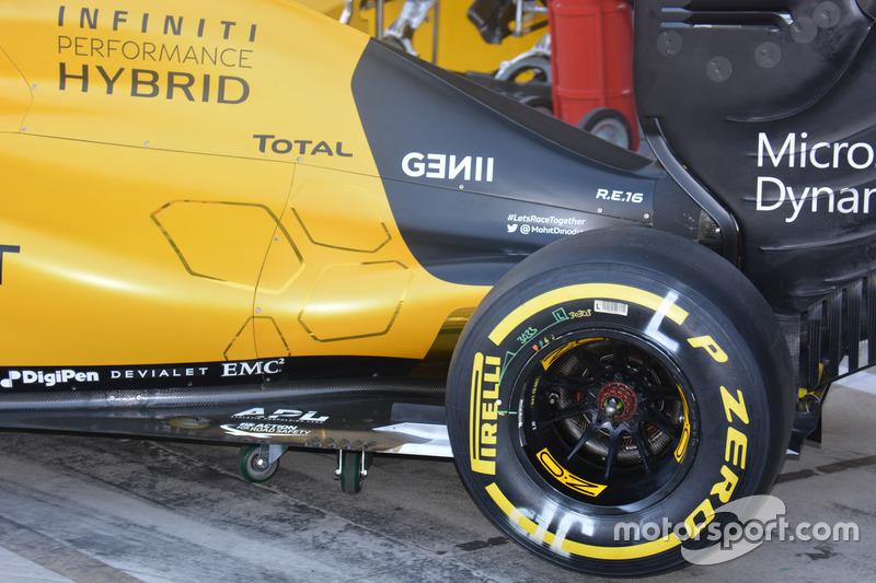 Renault Sport F1 Team RS16, costado