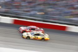 Chris Buescher, Front Row Motorsports Ford, Clint Bowyer, HScott Motorsports Chevrolet