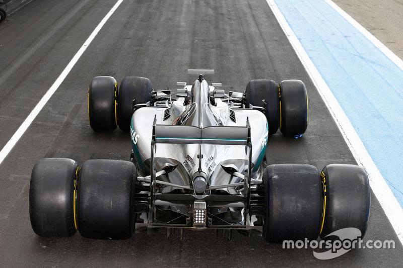 Mercedes AMG F1 W07 Hybrid con los neumáticos Pirelli 2016 y 2017