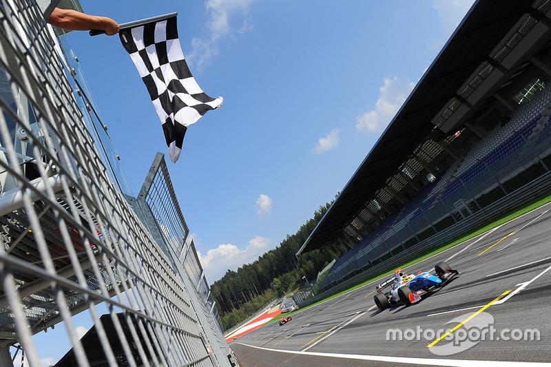 Le vainqueur Matthieu Vaxivière, SMP Racing