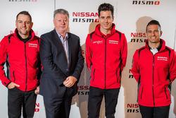 Todd Kelly, Nissan Motorsport; Richard Emery, Nissan-Sportchef in Australien; Rick Kelly, Nissan Motorsport; Michael Caruso, Nissan Motorsport