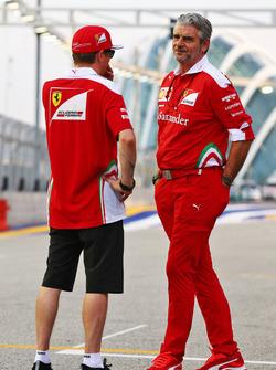 Kimi Räikkönen, Ferrari, mit Teamchef Maurizio Arrivabene