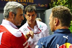 (Da sx a dx): Maurizio Arrivabene, Team Principal Ferrari con Toto Wolff, Mercedes AMG F1 azionista e direttore esecutivo con Christian Horner, Team Principal Red Bull Racing