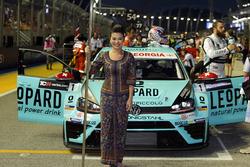 Grid girl de Stefano Comini, Leopard Racing, Volkswagen Golf GTI TCR