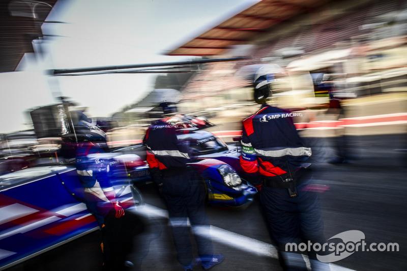 #32 SMP Racing BR 01 Nissan: Стефано Колетти, Андреас Вирт, Виталий Петров