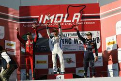 Podium course 3: le deuxième, Artem Petrov, DR Formula, le vainqueur Marino Sato, Vincenzo Sospiri Racing, le troisième, Leonard Hoogenboom, Cram Motorsport
