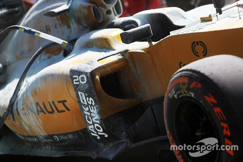 The burned car of Kevin Magnussen, Renault Sport F1 Team RS20