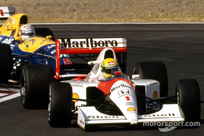 Während sich Berger früh absetzt, bleibt Mansell an Senna dran