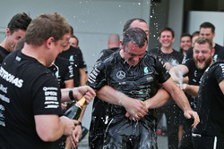 Tony Walton, Mercedes AMG F1 celebrates the constructors' title with the team