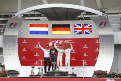 Podium: 1. Nico Rosberg, Mercedes AMG F1; 2. Max Verstappen, Red Bull Racing; 3. Lewis Hamilton, Mercedes AMG F1; Renningenieur Andrew Shovlin, Mercedes AMG F1
