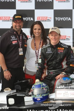 Race winner Mike Conway, team owner Michael Andretti and wife Jodi Ann Paterson
