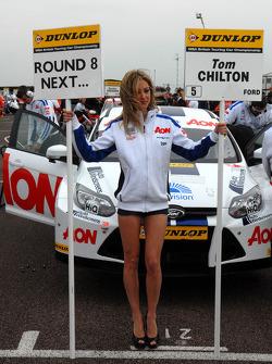 Tom Chilton, Team Aon Grid girl
