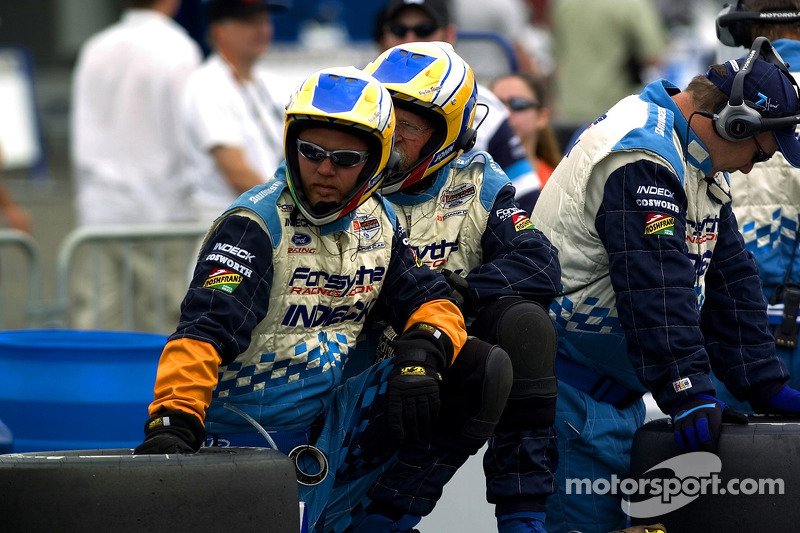 L'équipe Forsythe attend la fin de la course