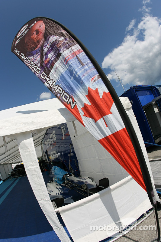 Drapeau de Paul Tracy