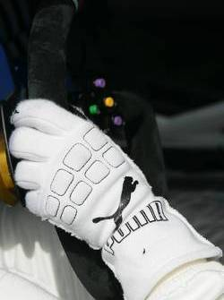 Glove of Augusto Farfus Jr.