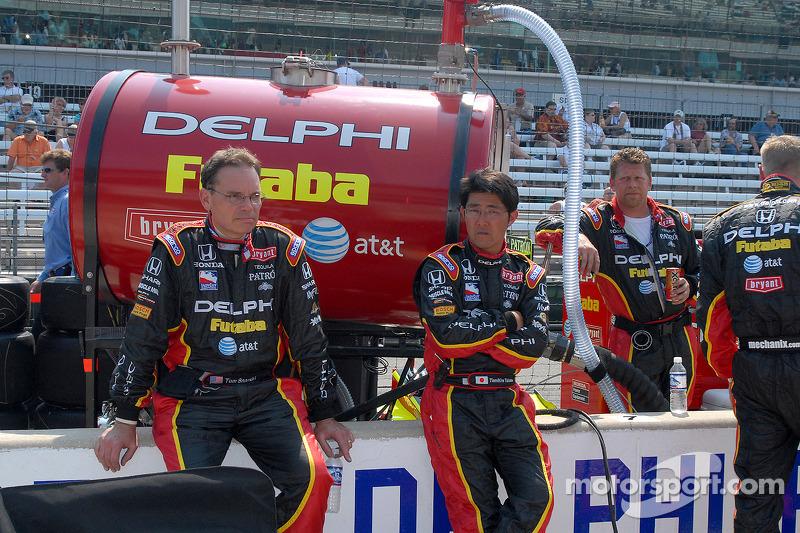 L'équipe de Scott Sharp attend sur la grille