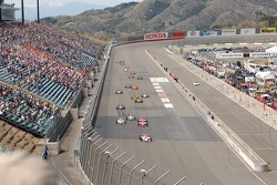 Start: Helio Castroneves leads the field