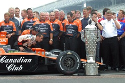 Dario Franchitti looks for a place for his name on the Borg Warner Trophy