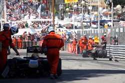 Vitaly Petrov, Lotus Renault GP, has a crash with Jaime Alguersuari, Scuderia Toro Rosso