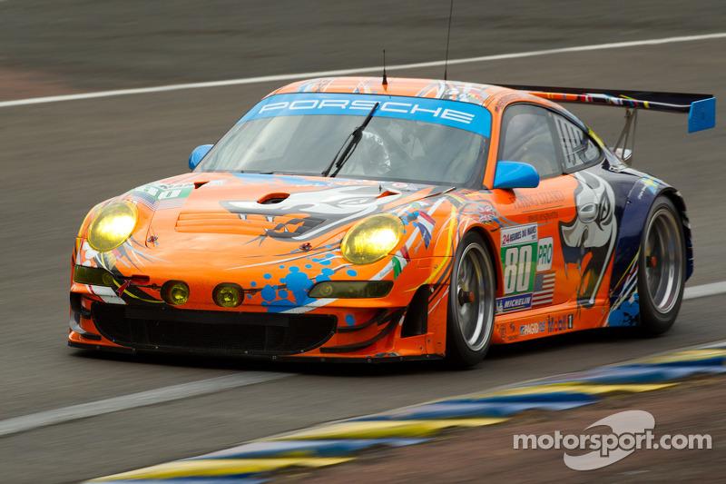 #80 Flying Lizard Motorsports Porsche 911 RSR: Joerg Bergmeister, Patrick Long, Lucas Luhr