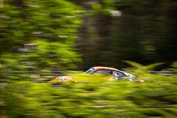 #80 Flying Lizard Motorsports Porsche 911 RSR: Jörg Bergmeister, Patrick Long, Lucas Luhr