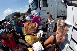 Susie Stoddart, Persson Motorsport with fans