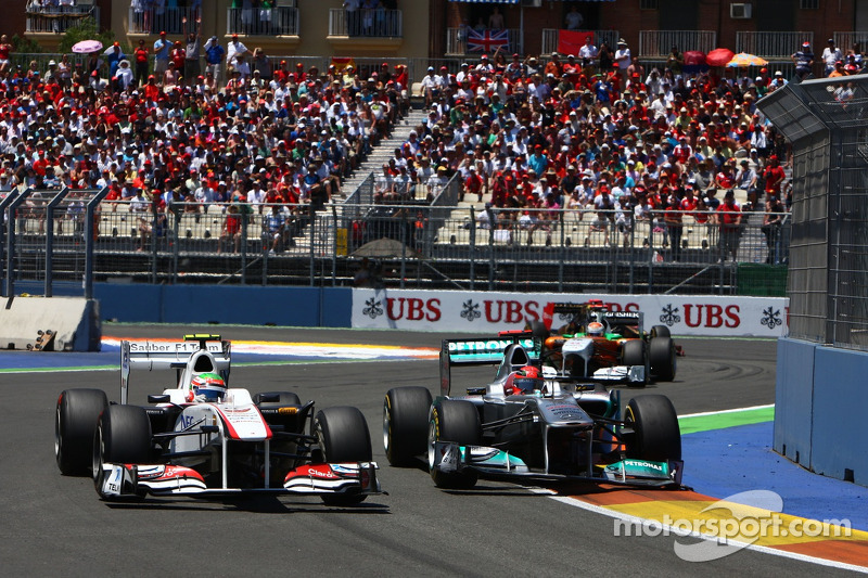 Sergio Pérez, Sauber F1 Team y Michael Schumacher, Mercedes GP Petronas