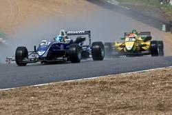 Rupert Svendsen-Cook leads Felipe Nasr at the start
