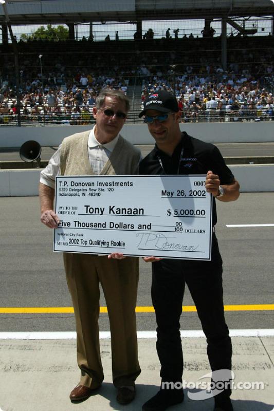 Tony Kanaan receiving an award