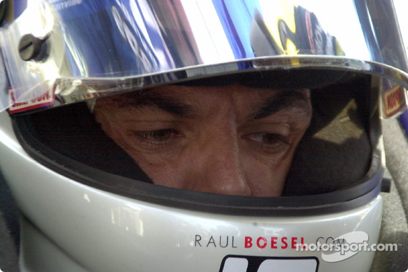 Raul Boesel concentrates