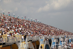 Homestead-Miami crowd