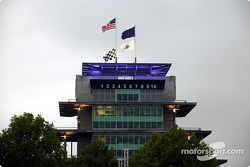 The pagoda is surrounded by bad weather that causes postponing of Pole Day