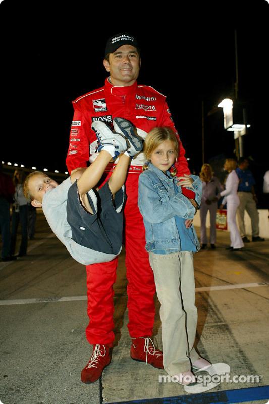 Gil de Ferran célèbre la pole position avec sa famille