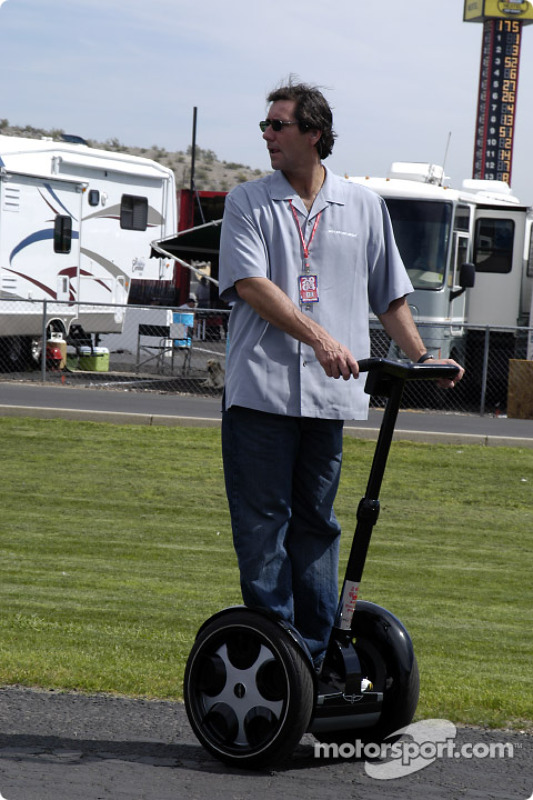 Tony George sur son Segway