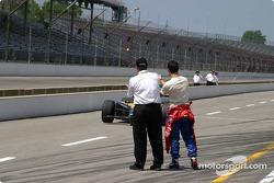 Dario Franchitti congratulates Alex Barron on his qualifying run