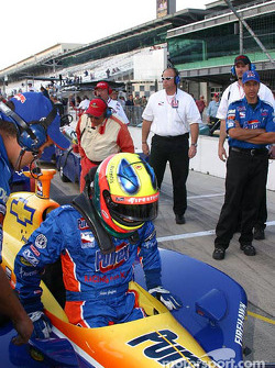 Felipe Giaffone climbs out after qualifying