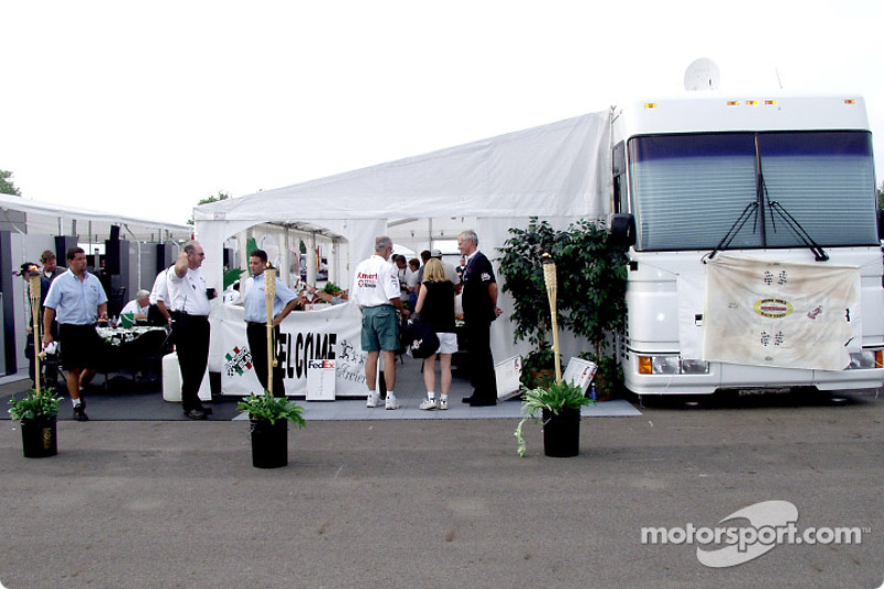 Visit of the Arciero-Blair Racing hospitality for the 'Taste of CART' promotion