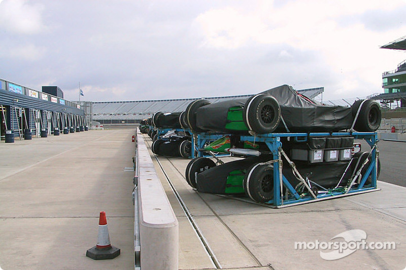 Cars arriving at Rockingham