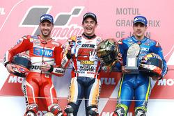Podium: racewinnaar Marc Marquez, Repsol Honda Team, tweede plaats Andrea Dovizioso, Ducati Team, derde plaats Maverick Viñales, Team Suzuki Ecstar MotoGP