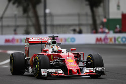 Sebastian Vettel, Ferrari SF16-H blokkeert een wiel