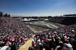 Daniil Kvyat, Scuderia Toro Rosso STR11; Carlos Sainz Jr., Scuderia Toro Rosso STR11