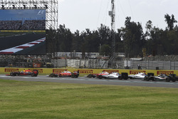 Daniel Ricciardo, Red Bull Racing RB12, Kimi Raikkonen, Ferrari SF16-H, Sebastian Vettel, Ferrari SF16-H