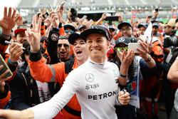 Nico Rosberg, Mercedes AMG F1 met fans